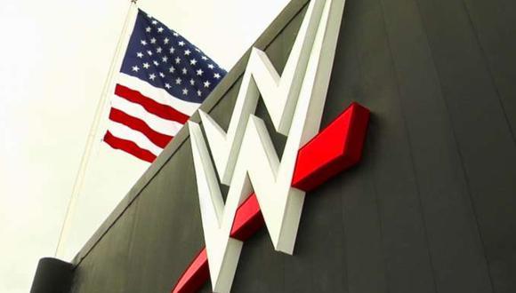 La empresa de lucha libre estaría evaluando unificar las marcas de Raw y Smackdown. (Foto: WWE)