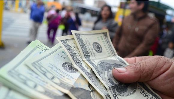 El dólar se vendía a S/3.60 en las casas de cambio y las calles de la capital este martes. (Foto: GEC)