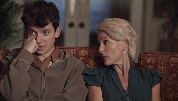 "Gillian Anderson interpreta a Jean y Asa Butterfield, a Otis en ""Sex Education""  (Foto: Netflix)"