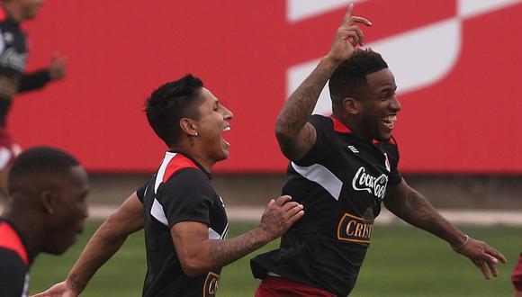 Ruidíaz debe llegar de la MLS, mientras Farfán ya entrena en Lima. (Foto: Reuters)
