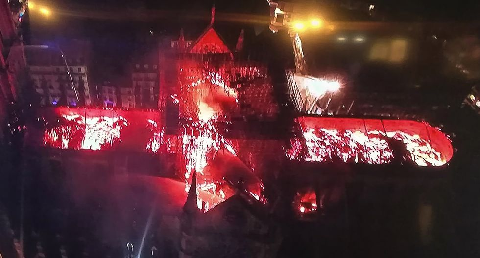 Imagen aérea del incendio de la catedral de Notre Dame. Foto: AFP