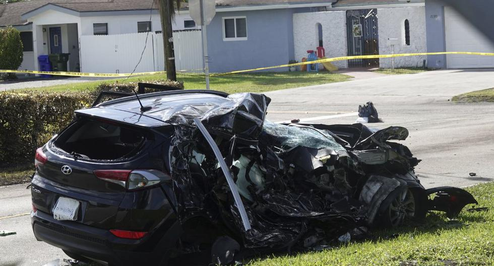 Boy in a car that crashed into a plane in the United States dies
