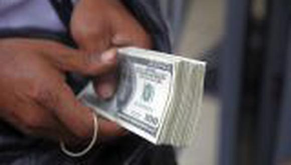 Dólar cae levemente y se cotiza en S/.2,807
