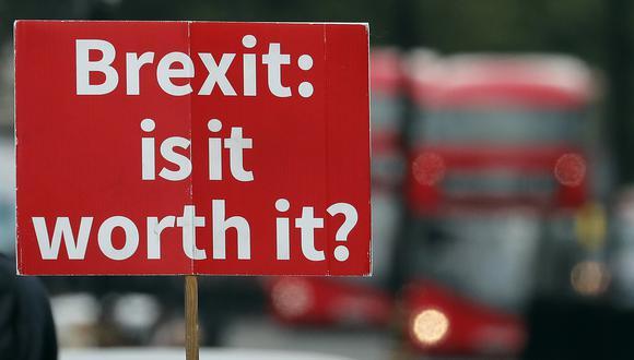 """¿""""Realmente vale la pena el Brexit?"""", se lee en el mensaje. (Foto: AP)"""