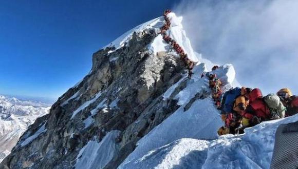 Así estaba la cima del monte Everest. (AFP)