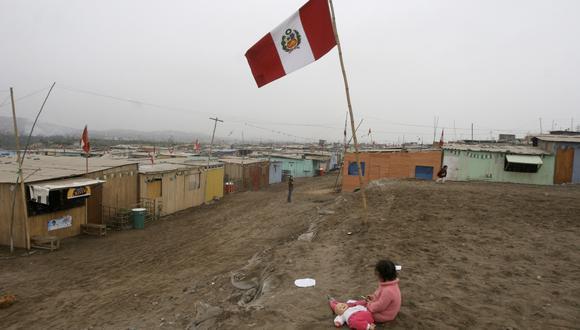 La menor confianza de la ciudadanía en sus instituciones habría ocurrido en un contexto de gran vulnerabilidad económica para muchos hogares peruanos. En el último trimestre del 2020, producto de la emergencia, el porcentaje de hogares que consideraban que vivían mal o muy mal con sus ingresos se había incrementado de 14% a 36%.  (Foto: AP)