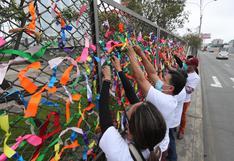 San Isidro: padres de familia colocaron cintas de colores en el colegio Alfonso Ugarte por los 700 mil niños que aún no retornan a clases | FOTOS