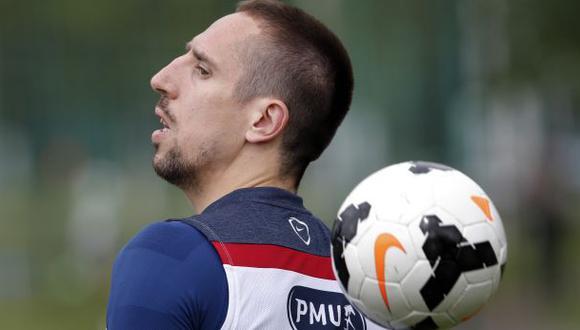 Ribéry se somete a nuevos exámenes en la espalda en París