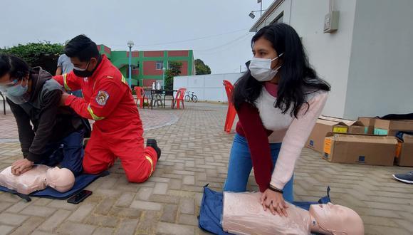 Estudiantes universitarios recibieron formación básica en primeros auxilios para apoyar en la atención de desastres naturales (Foto: Defensa Civil)