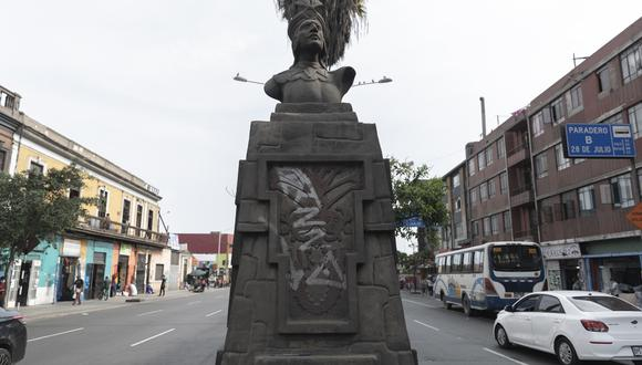 Busto de los Incas en la av. Manco Cápac. en estado de deterioro. (Foto: Renzo Salazar/EC)