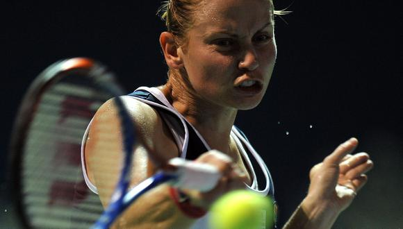 Jelena Dokic of Australia returns a shot to Lucie Safarova of Czech Republics during their singles final match of the WTA Malaysian Open tennis tournament in Kuala Lumpur on March 6, 2011. AFPPHOTO / Saeed Khan