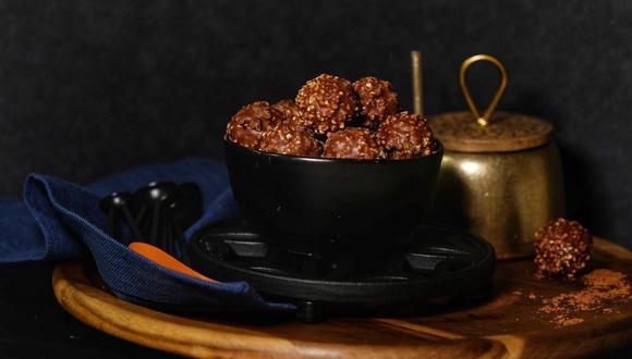 Las trufas de chocolate son una gran opción para preparar en casa y sin usar el horno. (Foto: pexels)