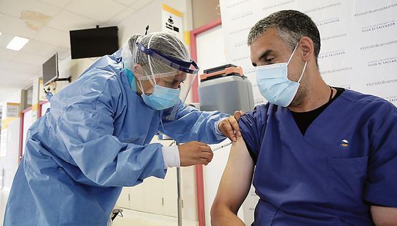 Según el Colegio Médico del Perú, a dos meses del inicio de la vacunación, aún falta que más de 17 mil médicos reciban la primera dosis de la vacuna; y 29 mil, la segunda. (Minsa)
