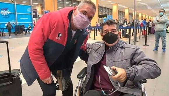 Gustavo Cisneros viajó con el plantel de Arsenal a Argentina para iniciar su tratamiento oncológico.