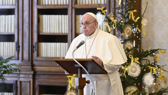 El papa Francisco autoriza que las mujeres puedan dar la comunión y leer palabra de Dios, pero no ser sacerdotes. (AFP).