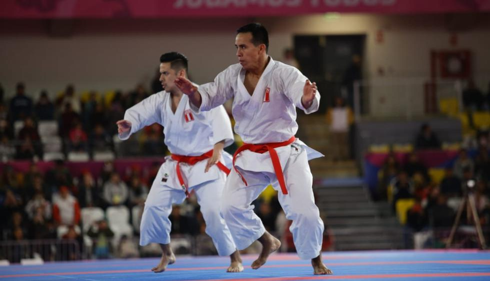 Carlos Lam, Oliver del Castillo y John Trebejo le dieron una nueva medalla de oro al Perú. El trío peruano derrotó a México en la final de kata masculino por equipos. (Foto: Jesús Saucedo / Grupo El Comercio)