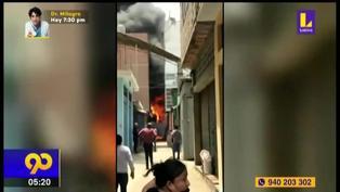Incendio consume almacén de materiales inflamables en el Cercado de Lima