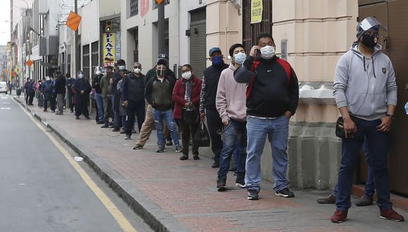"""""""Vamos a pagar también, además de las ventanillas, en espacios públicos que puedan garantizar la seguridad de estas personas"""", dijo el ministro de Trabajo, Javier Palacios. (Foto: Violeta Ayasta / GEC)"""