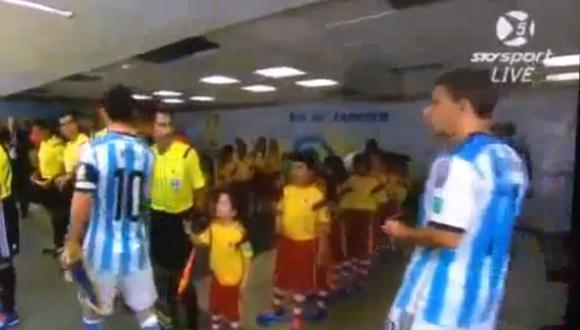 Lionel Messi no saludó a niño previo al partido contra Bosnia