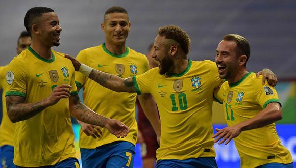 Neymar anotó de penal y asistió a Gabriel Barbosa en el tercer gol. Así, Brasil derrotó 3-0 a Venezuela. | Foto: AFP