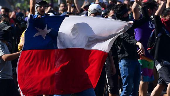 En Chile se registran protestas luego de que se decidiera subir el precio del pasaje del Metro en 30 pesos. (Foto: AFP)