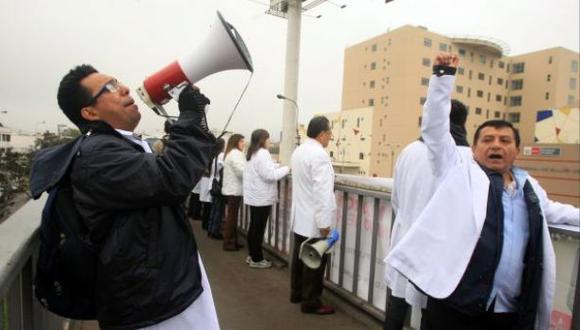 Médicos critican el aumento salarial de la Ministra de Salud