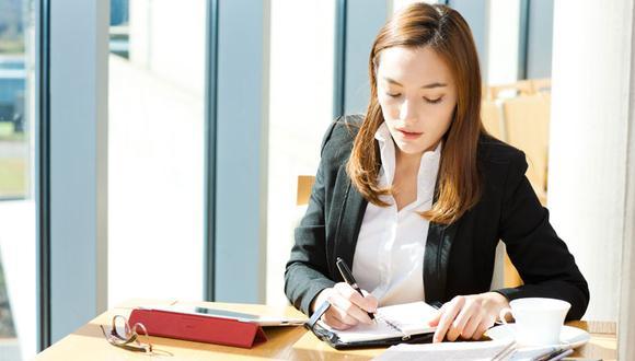 13 hábitos de las personas exitosas antes de dejar la oficina