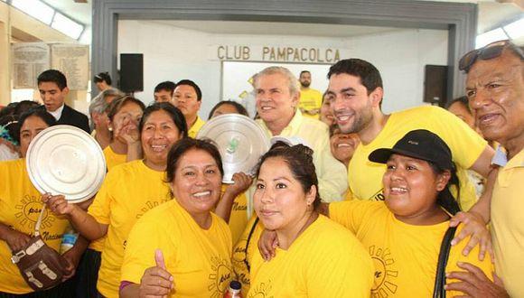"""Luis Castañeda Pardo planteó la construcción de colegios de la solidaridad. """"Educación privada y de alta calidad a tarifas sociales"""", acotó. (Foto: Difusión)"""