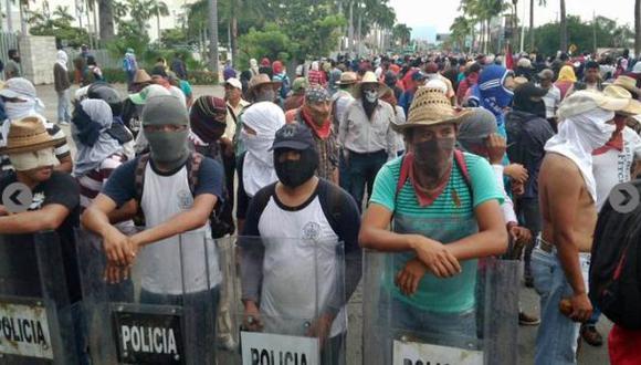 México: Toman aeropuerto de Acapulco por 43 estudiantes