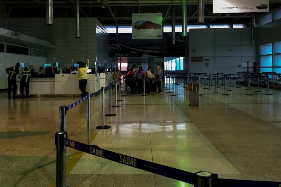 El El Aeropuerto Internacional Simón Bolívar, localizado en Maiquetí sigue trabajando a pesar apagón registrado este lunes en la noche y que afectó gran parte de Venezuela. (EFE)