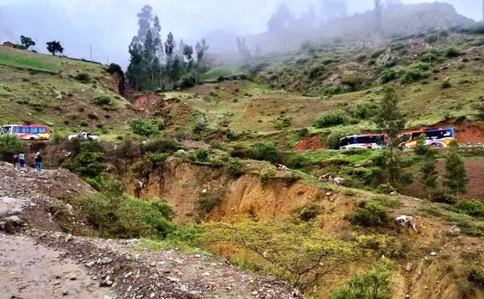 Las intensas lluvias y la caída de al menos 15 huaicos han provocado el colapso de la carretera Longitudinal Conchucos, en las últimas 24 horas, en la región Áncash (Foto: cortesía Julio Villanueva)