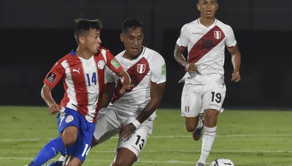 Tapia fue titular en el primer desafío de la selección peruana rumbo a Qatar 2022. (Foto: AFP)