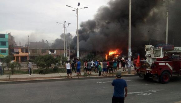 El incendio que se registró en Villa El Salvador dejó más de 50 heridos. (Foto: Bomberos)