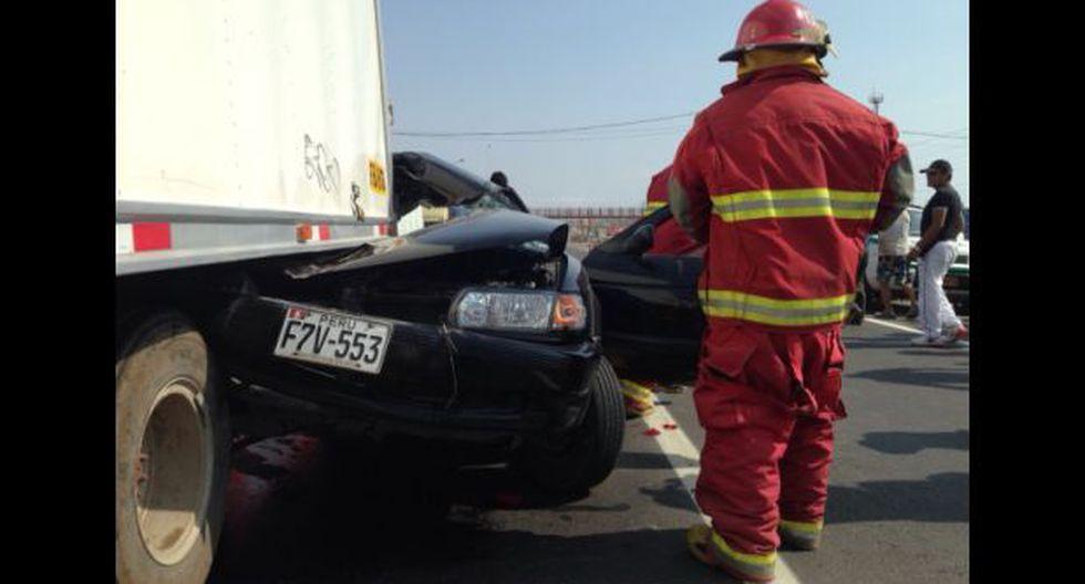 Un herido deja choque de camión y auto en la Panamericana Sur - 1
