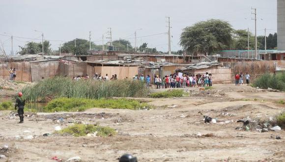 Piura: más de 50 familias se resisten a salir de zona inundable