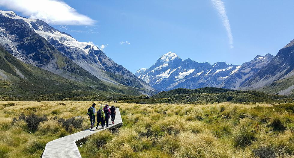 Si estás en Nueva Zelanda, libera el estrés laboral con un trekking en el monte Cook (3.724 m.s.n.m).