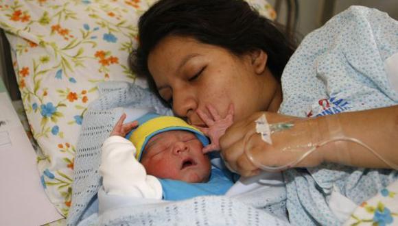 El primer bebe 2014 de Lima tendrá como madrina a la ministra Ana Jara