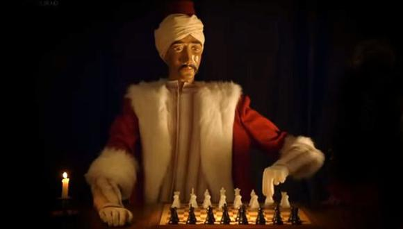 El hombre mecánico era serio, estaba vestido como si viniera del Medio Oriente, su mirada fija en el tablero de ajedrez y sus brazos listos para mover las piezas. (BBC)