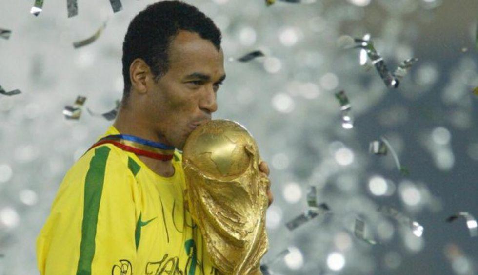 Cafú el capitán de la selección brasileña que se consagró campeón del Mundial del 2002. (Foto:Agencias)