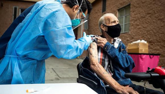 Estados Unidos duplica ritmo de vacunación diario en un mes hasta 1,7 millones de dosis contra el coronavirus.  (EFE/EPA/ETIENNE LAURENT).