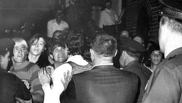 La tensión se incrementó en las calles tras la redada en el bar Stonewall. (Foto: Getty Images vía BBC Mundo)