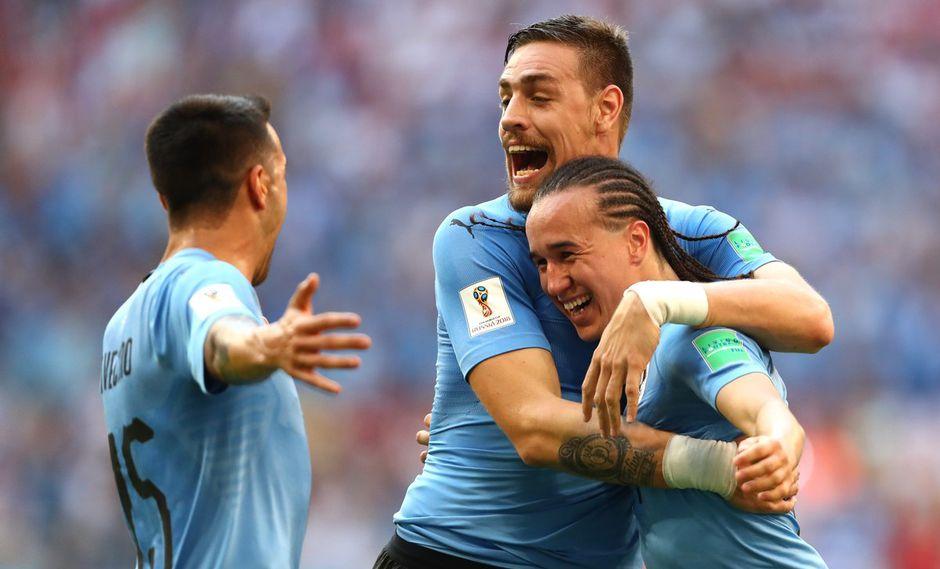 Diego Laxalt aprovechó un mal despeje de la defensa de Rusia en un saque de esquina para decretar el segundo tanto de Uruguay en la Copa del Mundo 2018. (Foto: FIFA)