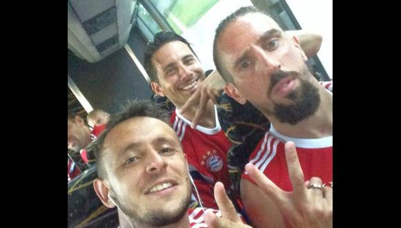 El selfie de Claudio Pizarro con Franck Ribéry y Rafinha