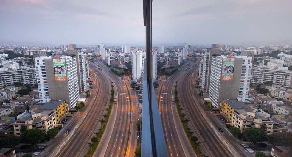 En Lima disminuyó considerablemente la circulación de autos. (Foto: EFE)