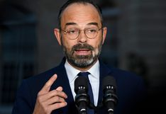 """Franceses tendrán que """"trabajar más tiempo"""", dice primer ministro en plena tensión por pensiones"""