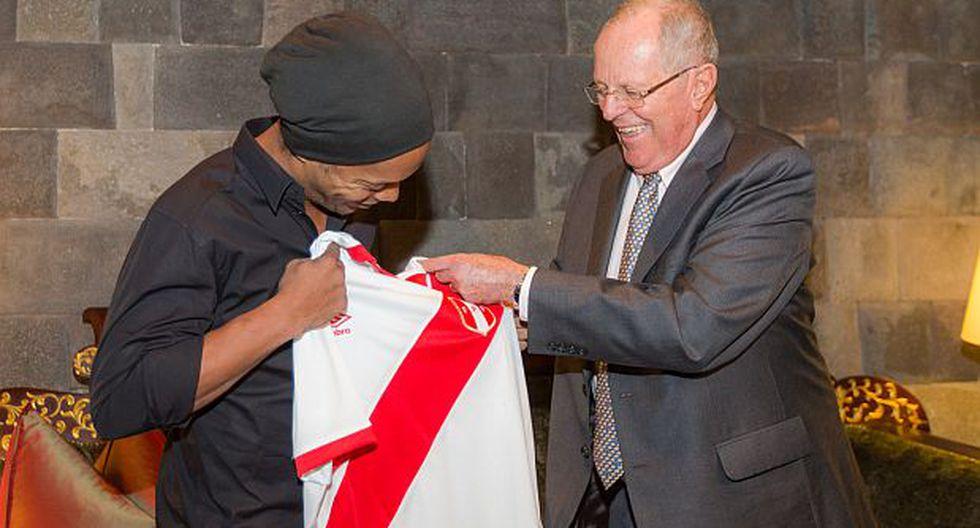 """PPK se reunió con Ronaldinho: """"Bienvenido al Perú"""" [VIDEO]"""