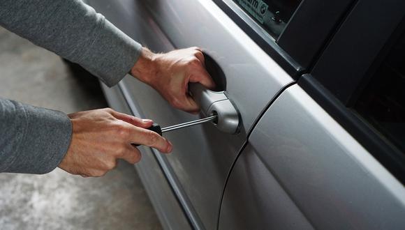 Un malhechor recibió una dolorosa lección tras querer robar un auto ( Foto referencial: Pixabay)