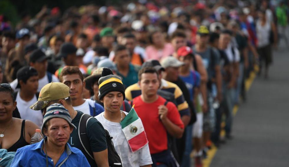 """Miles han salido de Honduras en los últimos 11 días huyendo de la violencia y pobreza y buscan llegar a Estados Unidos para cumplir el """"sueño americano"""", a pesar de las amenazas del presidente Donald Trump. (Foto: AFP)"""
