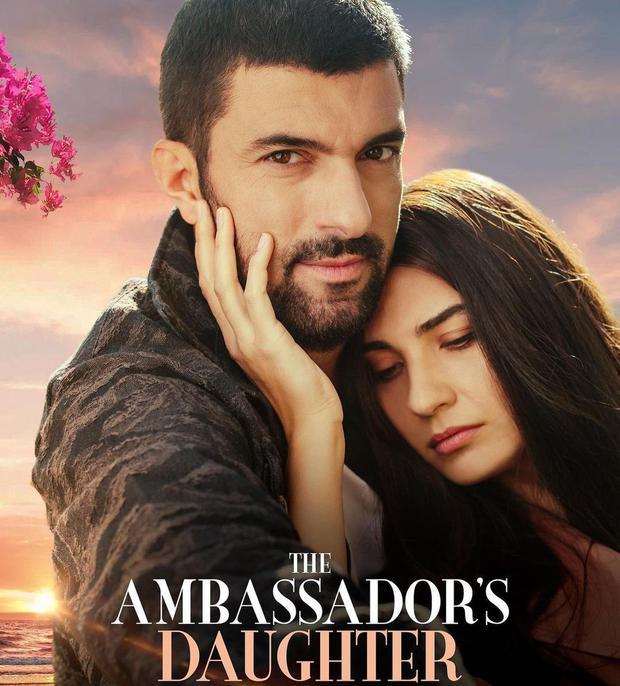 """L'attore Engin Akyurek ha condiviso il poster promozionale di """"La figlia dell'ambasciatore"""" (Foto: Engin Akyurek/Instagram)"""