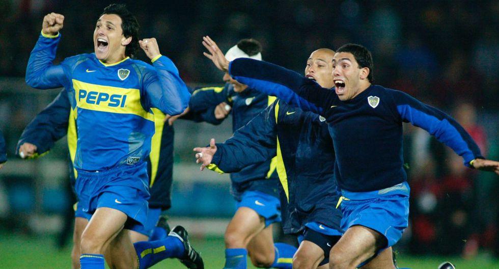Carlos Tevez y Nicolás Burdisso, actual mánager de Boca, festejando tras la tanda de penales. (Foto: Reuters)